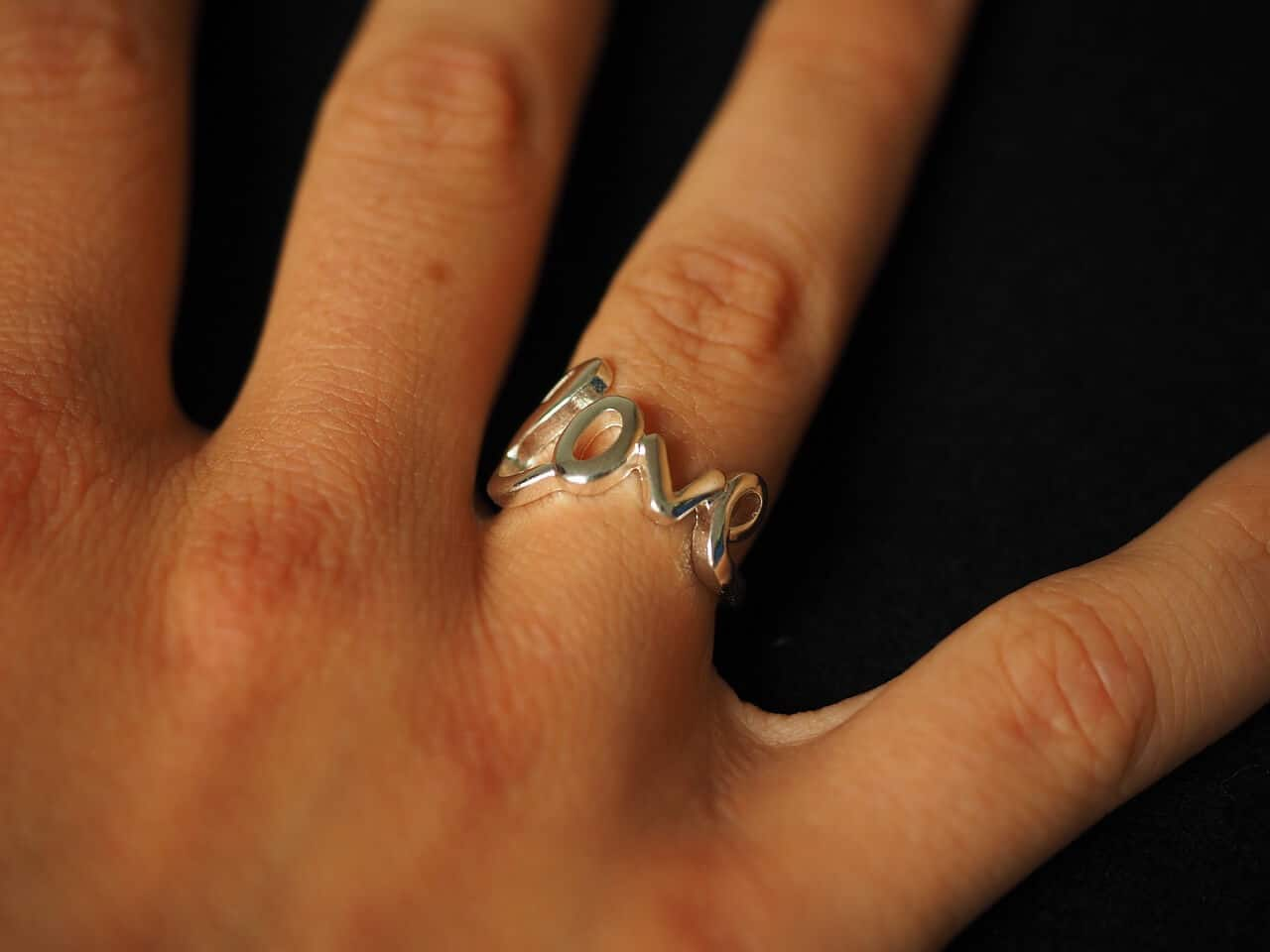 Again There Is No Hard And Fast Rule As To Which Finger Wear It On Many S The Promise Ring Wedding