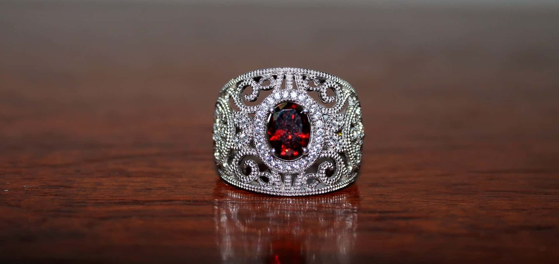 Red-garnet-ring – Jewelry Guide