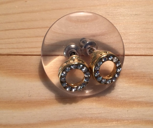 button as earrings holder for packing jewelry