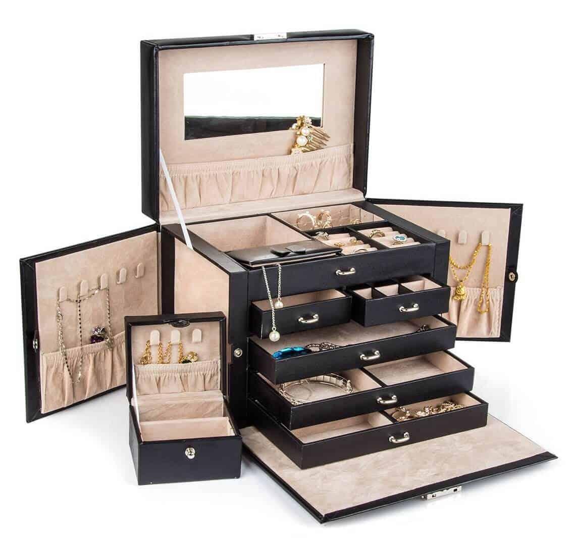 Modern jewelry box with lock